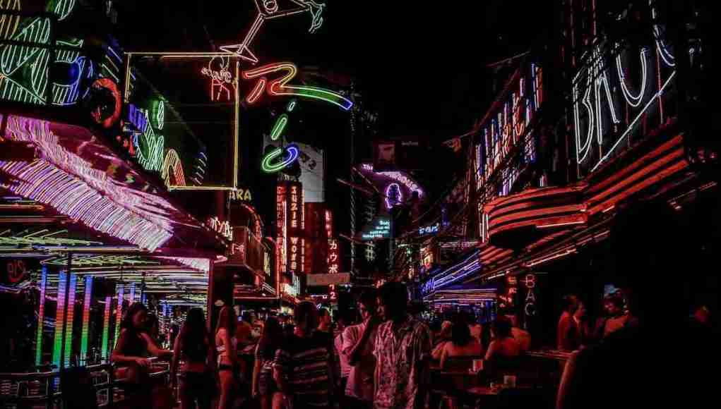 Thonglor police have been allowing Bangkok's Soi Cowboy to remain open until 1 a.m., but bar owners want the official midnight-closing rule dropped.