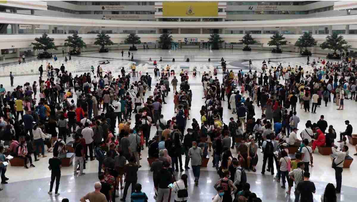Thai Immigration Bureau Chaeng Wattana Queues Visa Extension Coronavirus