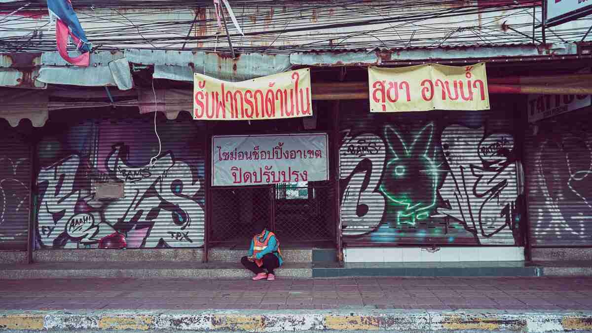 """Closed shutters and """"for sale"""" and """"for rent"""" signs now outnumber neon signs in Pattaya. (Photo: Bangkok Herald)"""