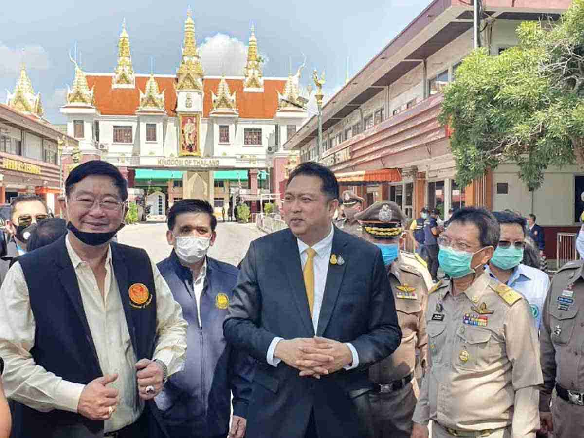 Labor Minister Suchart Chomklin actually was at the Aranyaprathet border in Sa Kaeo when the migrants were arrested.