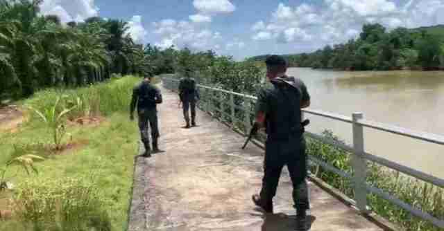 Thai army patrols the Myanmar border in the north to catch illegal migrants after hundreds of Covid-19 cases were reported in August.