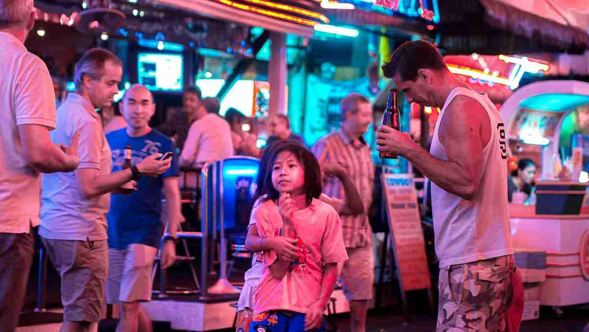 A young girl sells flowers in Bangkok's Soi Cowboy red-light district. (Photo: Bangkok Herald)