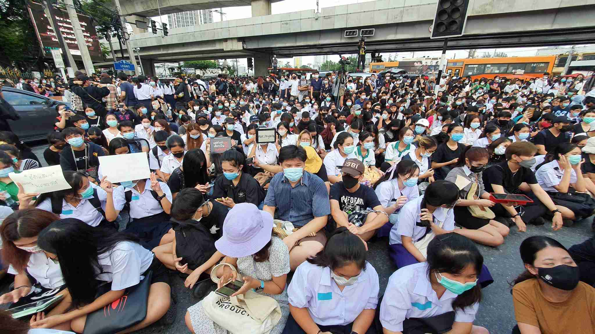 """Students listen with rapt attention as Sirawith """"Ja Niew"""" Serithiwat speaks at Bangkok's Kasertsart intersection Monday."""