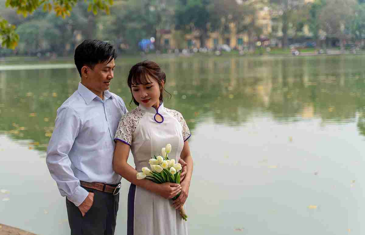 A couple poses for pre-wedding photos at Hanoi's Hoàn Kiếm Lake. Gender roles are changing, with men finding that, after marriage, they may be the ones staying home. (Photo: Bangkok Herald)