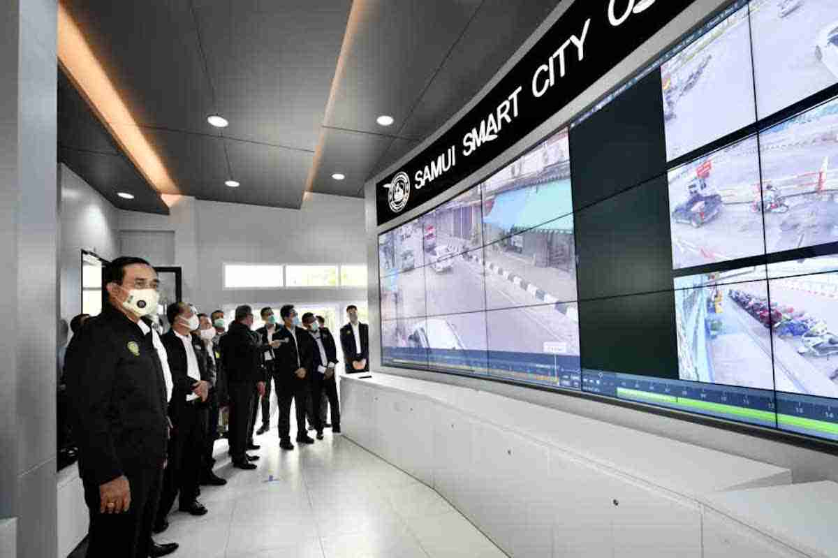 Prime Minister Prayut Chan-o-cha visits the Samui Smart Command Center in Koh Samui Subdistrict Tuesday.