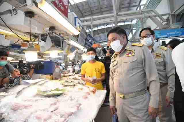 Gov. Aswin Kwanmuang gave the update on disease-control efforts in the capital while inspecting Covid-19 tests at the Or Tor Kor market on Monday.