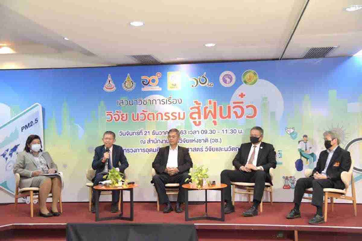 Environmental academics on Monday brainstormed ideas for how to mitigate Bangkok's air-pollution disaster, agreeing that a limit on the number of vehicles on the roads is essential to help reduce the high PM 2.5 airborne particles.