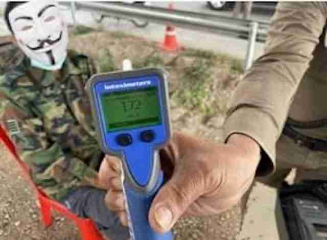 A Chiang Mai police breathalyzer shows a 0.175% blood-alcohol level for a drunk driver stopped in the northern province Saturday. Police mercifully masked his face.