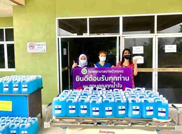 Pathera Group staff donate 5,000 liters of disinfecting alcohol to Bangkok hospitals and field hospitals caring for Covid-19 patients.