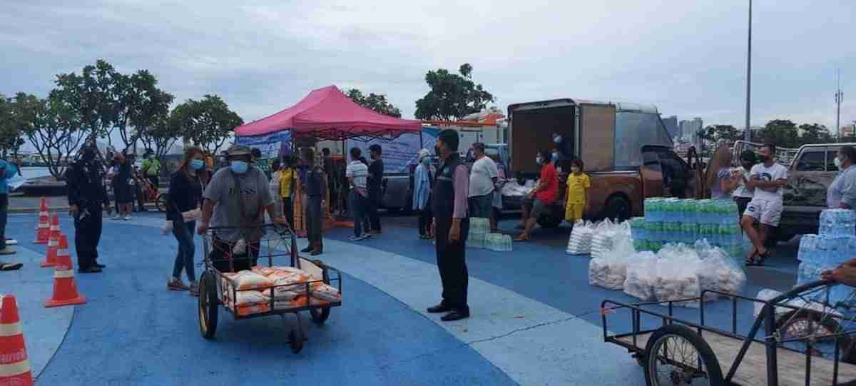Nearly 2,500 Pattaya residents lined up under the hot sun at Bali Hai Pier Aug. 4 to receive a free meal in a city devastated by the coronavirus epidemic.