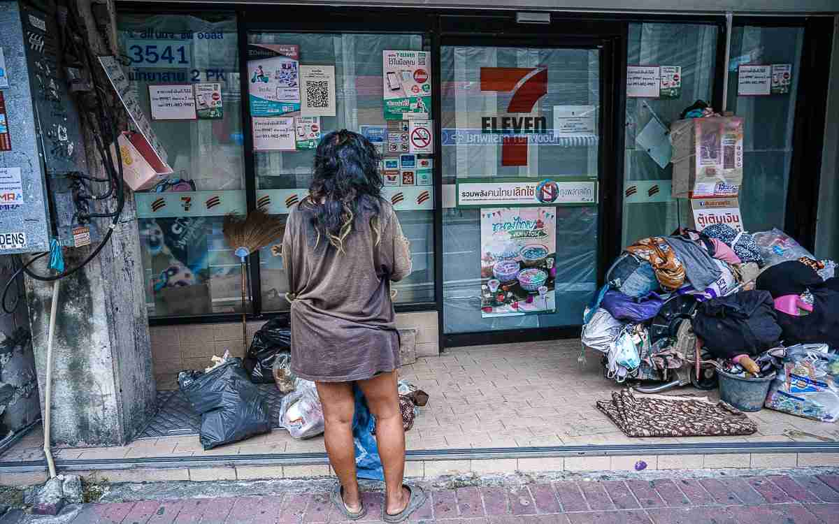 Homelessness is not just a Bangkok problem. In Pattaya, vagrants have taken over the front of dozens, if not hundreds, of closed storefronts, both victims of the coronavirus recession. (Photo: Bangkok Herald)